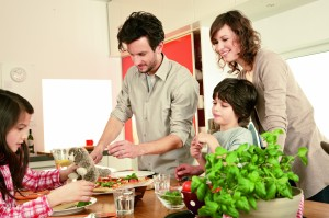 family-preparing-pizza_1075-lpr
