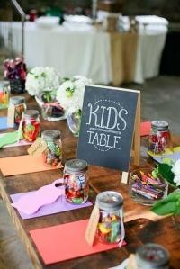 bodas-cucas-ideas-cucas-para-decorar-la-mesa-de-los-nios-en-una-boda-67-int
