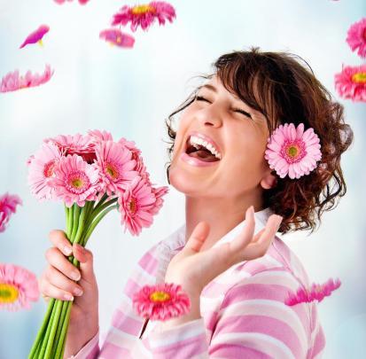 mujer-feliz-flores