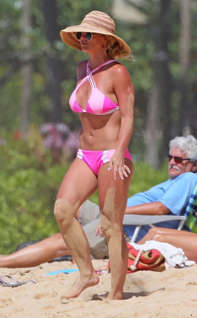 rs_634x1024-160401060859-634.Britney-Spears-Pink-Bikini-Hawaii-JR-040116