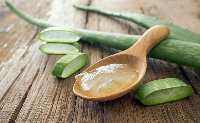 aloe-vera-gel-on-wooden-spoon