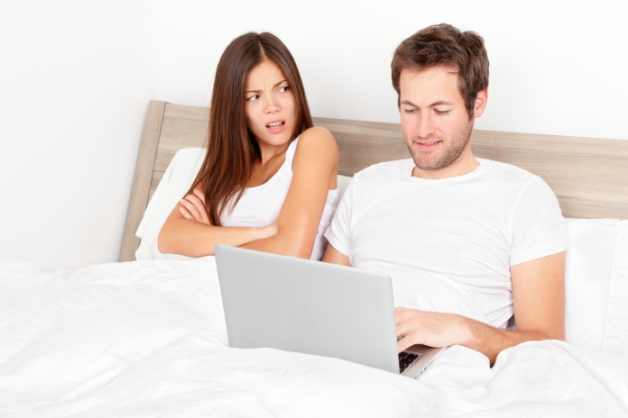 bigstock-Couple-with-laptop-in-bed-Man-32340116.jpg