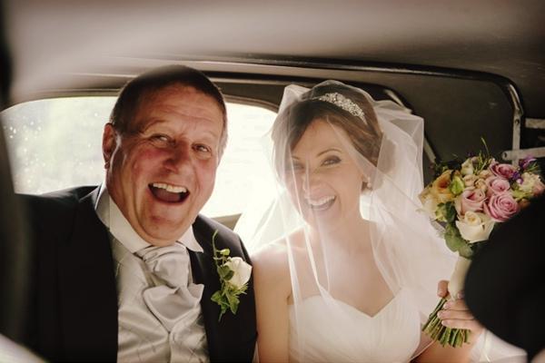 en-el-auto_La-figura-del-papa-de-la-novia-en-la-boda