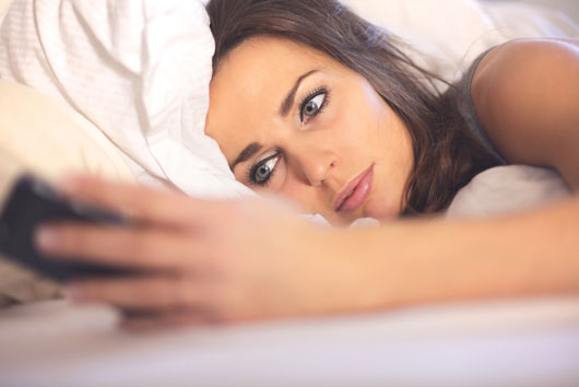 Wean-the-Screen-8-Reasons-to-Stop-Staring-at-Your-Phone-or-iPad-in-Bed-photo2