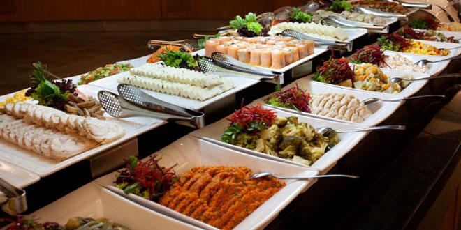 Qu comida dar en mi boda plato servido vs buffet asi for Comida rapida para invitados