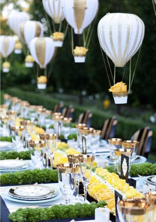 decoracion-de-bodas-con-globos-y-flores-colgantes
