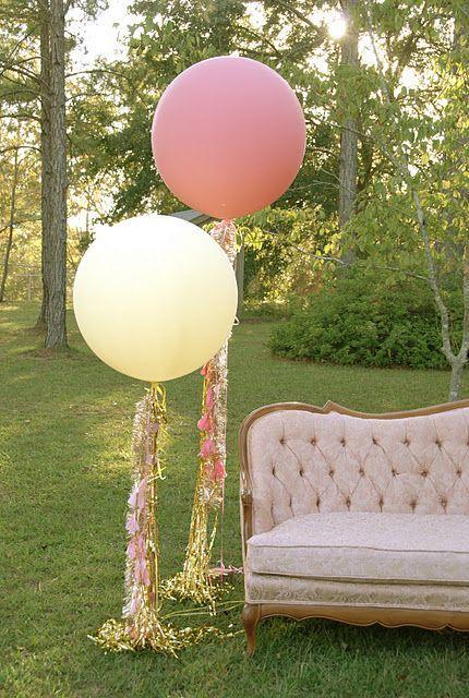 Impactante-decoracion-con-globos-gigantes
