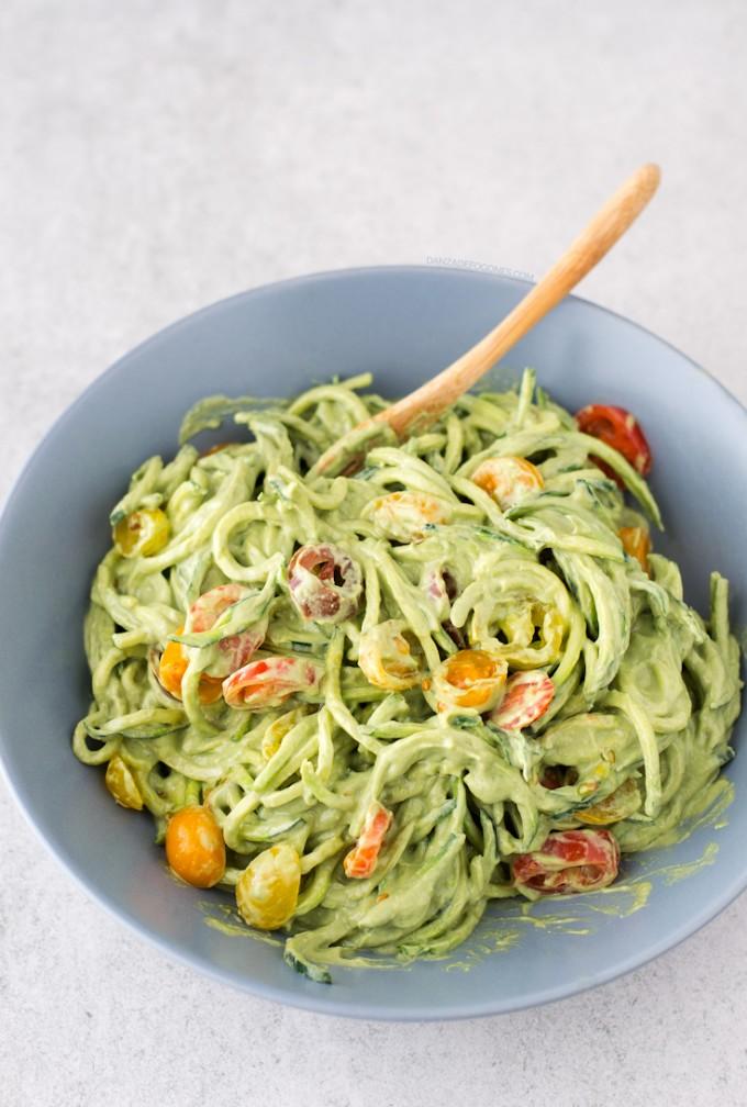 Espaguetis-de-calabacin-con-salsa-de-aguacate-5-680x1008