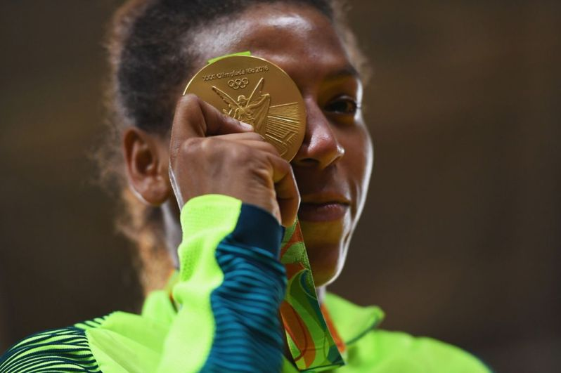 Rafaela-Silva-wins-first-Brazil-gold-medal-of-Rio-Olympics
